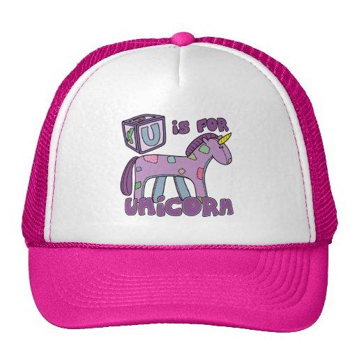 U está para el gorra del unicornio