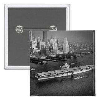 U.S.S. El avispón navega abajo de East River New Y Pin