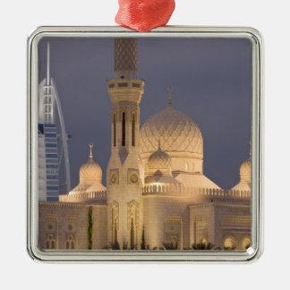UAE, Dubai. Mezquita por la tarde con el árabe del Ornamento Para Arbol De Navidad