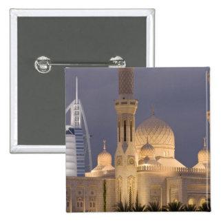 UAE, Dubai. Mezquita por la tarde con el árabe del Pins