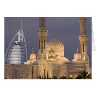 UAE Dubai Mezquita por la tarde con el árabe del Tarjetón