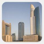 UAE, Dubai. Torre y otra del lugar del parque Colcomania Cuadrada