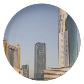 UAE, Dubai. Torre y otra del lugar del parque Platos
