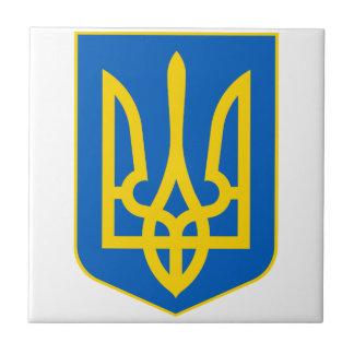 Ucrania poco escudo de armas azulejo