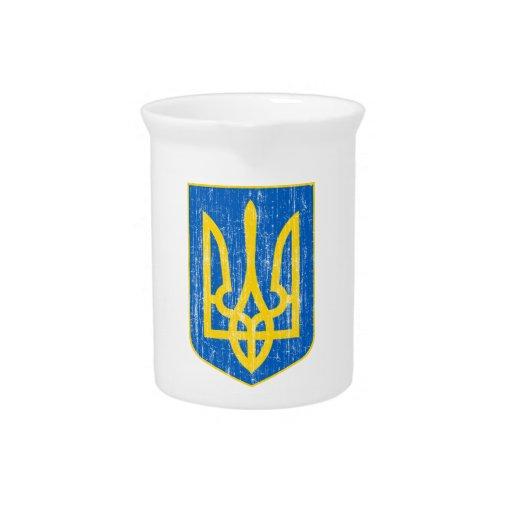 Ucrania poco escudo de armas jarras de beber
