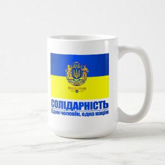 Ucrania (solidaridad - una personas, una nación) taza básica blanca