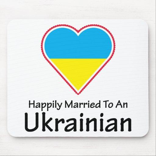Ucraniano feliz casado tapetes de ratón