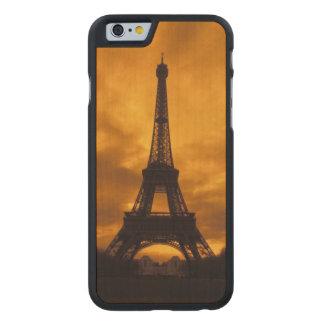 UE, Francia, París.  Torre de Eiffel Funda De iPhone 6 Carved® Slim De Arce
