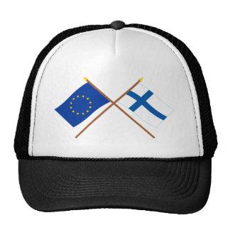 UE y banderas cruzadas Finlandia Gorro