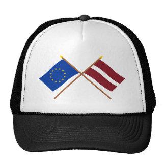 UE y banderas cruzadas Letonia Gorros Bordados