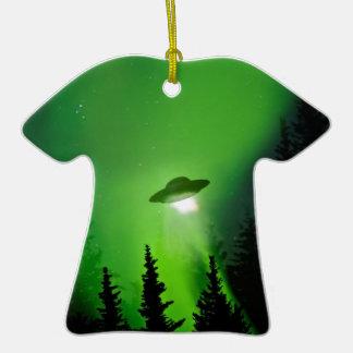 UFO con la aurora boreal Adorno De Cerámica En Forma De Camiseta