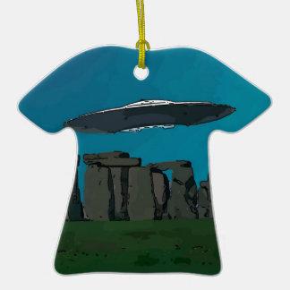 UFO en Henge de piedra Adorno De Cerámica En Forma De Camiseta