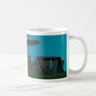 UFO en Henge de piedra Tazas De Café
