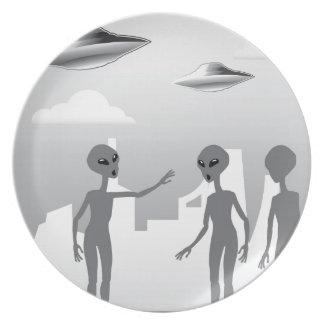 UFO en los extranjeros del cielo en la tierra Platos Para Fiestas