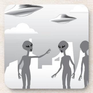 UFO en los extranjeros del cielo en la tierra Posavasos