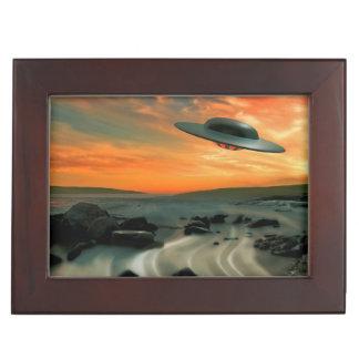 UFO sobre costa Caja De Recuerdos