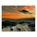 UFO sobre costa Tarjeta De Felicitación Grande