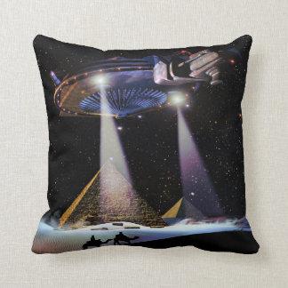 UFO sobre la almohada de tiro de las pirámides