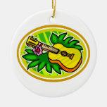 Ukulele con las hojas y el círculo de la flor, ama ornamentos de navidad