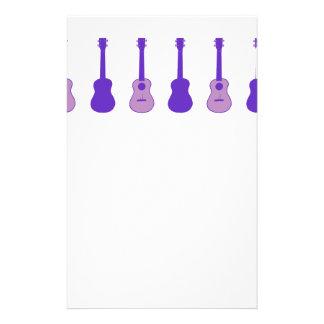 Ukulele púrpura papeleria de diseño