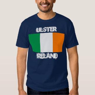 Ulster, Irlanda con la bandera irlandesa Remeras