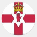 Ulster señala por medio de una bandera pegatinas redondas