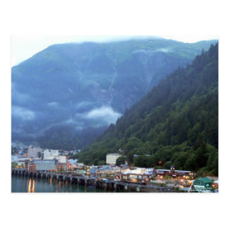 Última hora de la tarde en la postal de Juneau