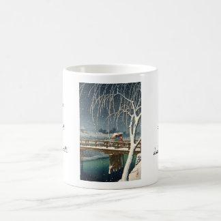 Última nieve a lo largo del arte del invierno del tazas de café