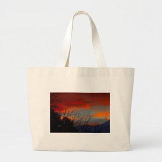 Última puesta del sol del invierno bolsas
