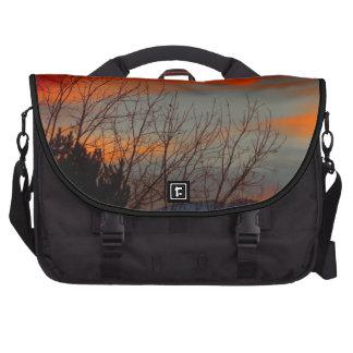 Última puesta del sol del invierno bolsas para portatil