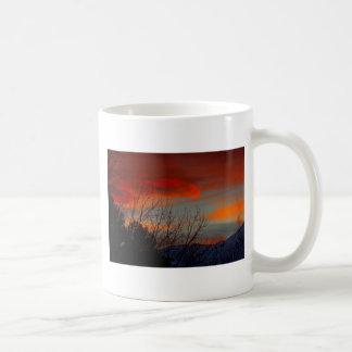 Última puesta del sol del invierno taza