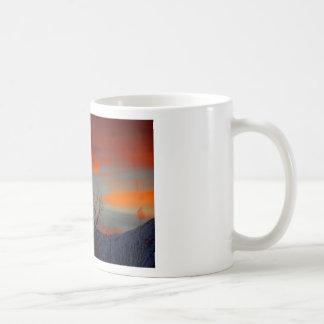 Última puesta del sol del invierno taza clásica