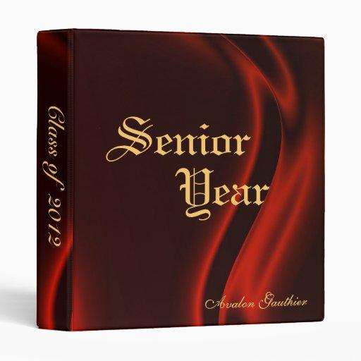 Último año de nuevo a carpeta de seda roja de la e