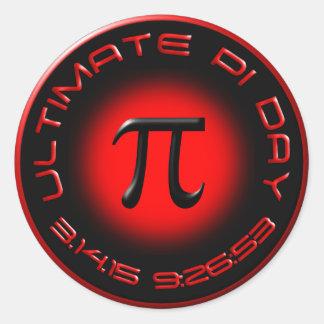 Último día 2015 del pi 3.14.15 9:26: 53 (rojo) pegatina redonda