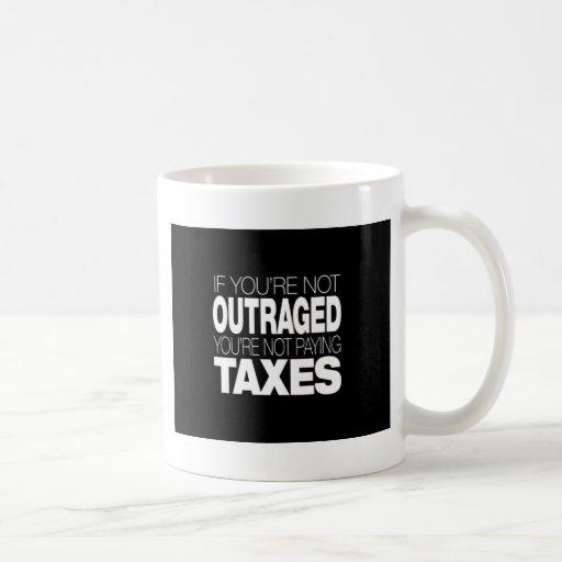 Ultrajado en los impuestos tazas de café