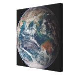 Un a la vista de la tierra que muestra datos impresión en lona