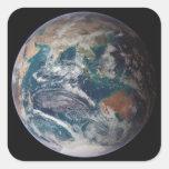 Un a la vista de la tierra que muestra datos pegatina cuadrada