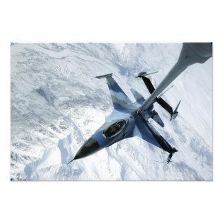 Un agresor F-16 se sienta en la posición del Cojinete