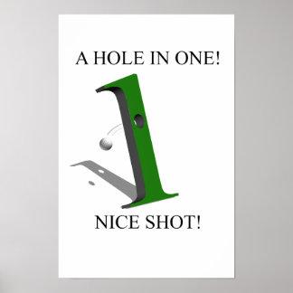 Un agujero en una pelota de golf poster