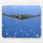 Un alcohol B-2 se eleva a través del cielo Alfombrillas De Raton