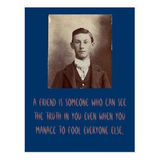 Un amigo es alguien que puede ver la verdad en ust tarjetas postales