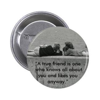 Un amigo verdadero pin redondo 5 cm