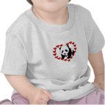 Un amor del oso de panda camisetas