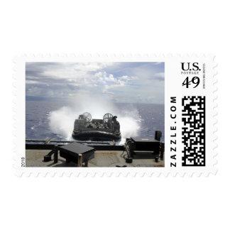 Un amortiguador de aire de la lancha de timbre postal