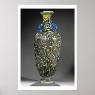 Un amphora corazón-formado con los adornos de la o póster