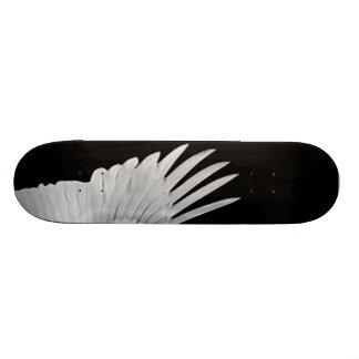 Un ángel con alas tabla de patinar