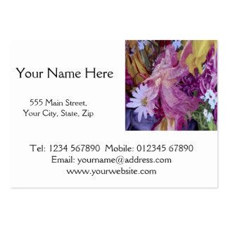 Un ángel de guarda rosado con el niño y las flores tarjetas de visita grandes