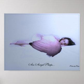 Un ángel duerme póster