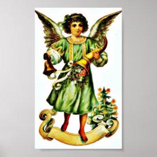 Un ángel que se coloca con el trumphet y una campa póster