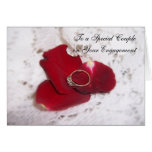 Un anillo de diamante de la tarjeta del compromiso